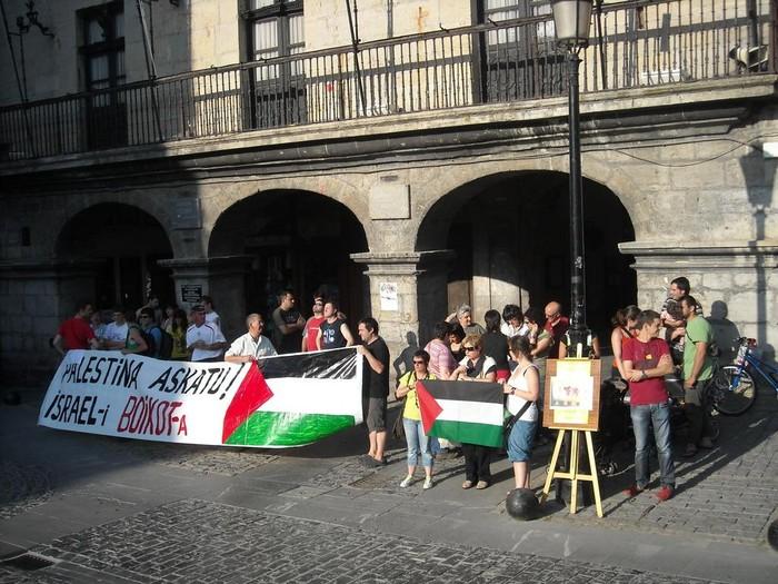 Palestinar herriarekiko elkartasunaren lekuko izan da Foru Plaza