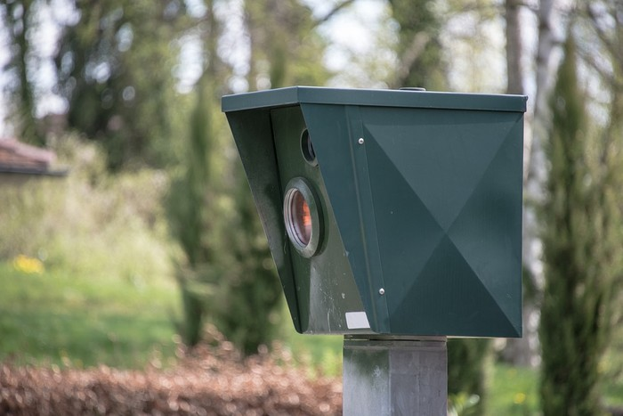 Abiadura kontrolatzeko radarra erabiliko du udalak hainbat auzotan
