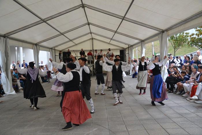 Untzueta dantza taldeak 35. urteurrena ospatu zuen atzo - 37