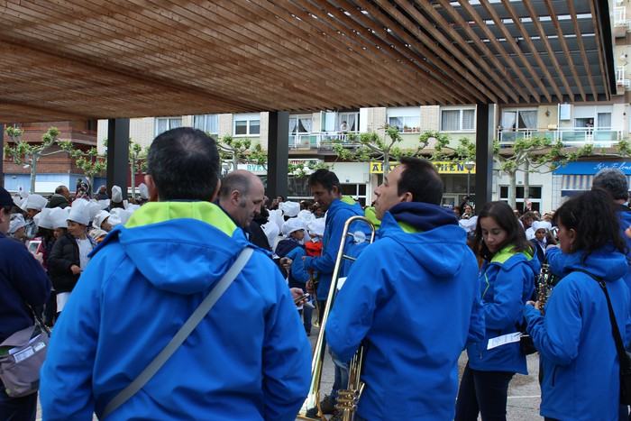 San Anton plazan egin dute umeek San Prudentzioko danborrada - 15