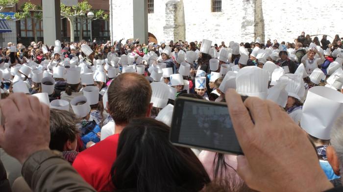 San Anton plazan egin dute umeek San Prudentzioko danborrada - 27