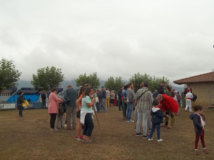 Etxaurrengo jaiak ospatu zituzten atzo baselizaren bueltan - 8