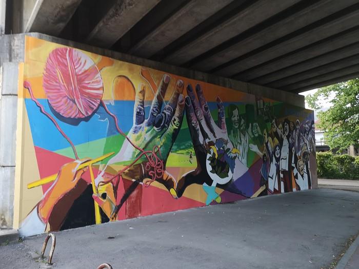 Berdintasunaren aldeko murala ia bukatu dute herritarren parte hartzeari esker - 13
