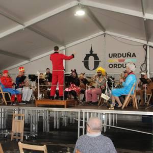 Igandean dantza eta musikarekin jarraitu zuten jaia