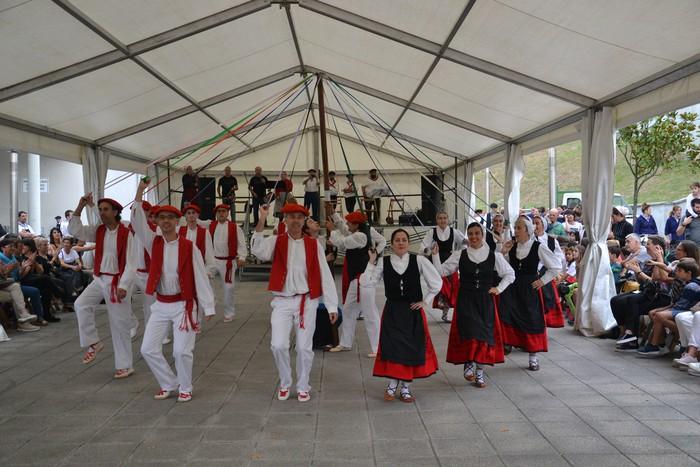 Untzueta dantza taldeak 35. urteurrena ospatu zuen atzo - 45