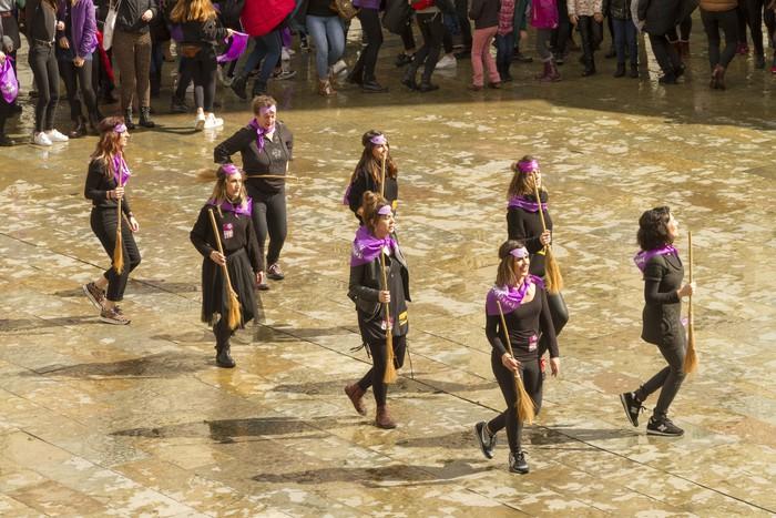 Ehunka emakume* grebalarik hartu dituzte Aiaraldeko kale eta plazak - 184