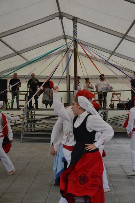 Untzueta dantza taldeak 35. urteurrena ospatu zuen atzo - 86