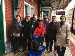 EAJko senatari eta diputatu talde bat Maria Luisa Goikoetxearekin elkartu da gaur