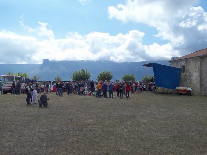 Etxaurrengo jaiak ospatu zituzten atzo baselizaren bueltan - 4