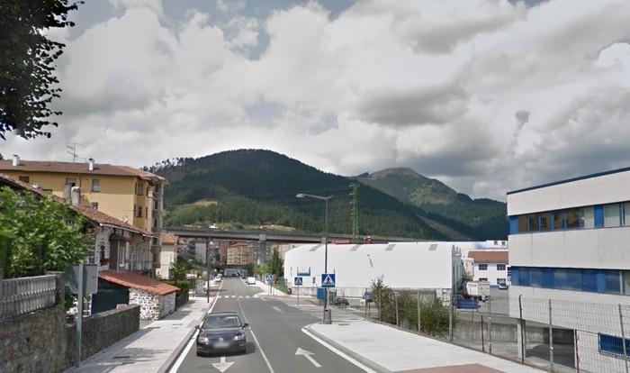Auto batek gizonezko bat harrapatu du Gasteiz kalean