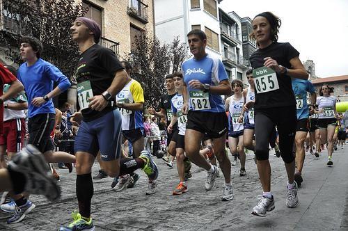 Amurrioko Oinkariak atletismo taldeak 2. postua lortu du Arabako erdi-maratoi txapelketan