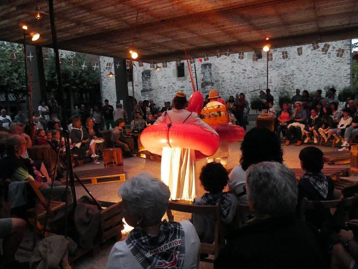 Irudimen uholde batek zeharkatu ditu Amurrioko kaleak karrozen desfilean - 19