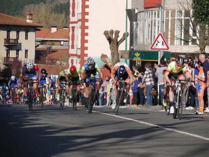 Pablo Fernandezek irabazi zuen sprintean Aiarako Birako lehen etapa - 95