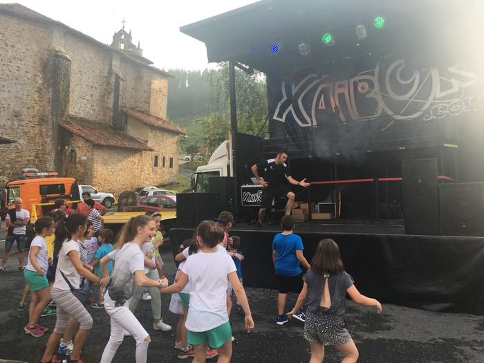 DJ Xaibor eta Nafarroa Kanta Taldea izan ziren Muruetako jaietan izarrak - 11