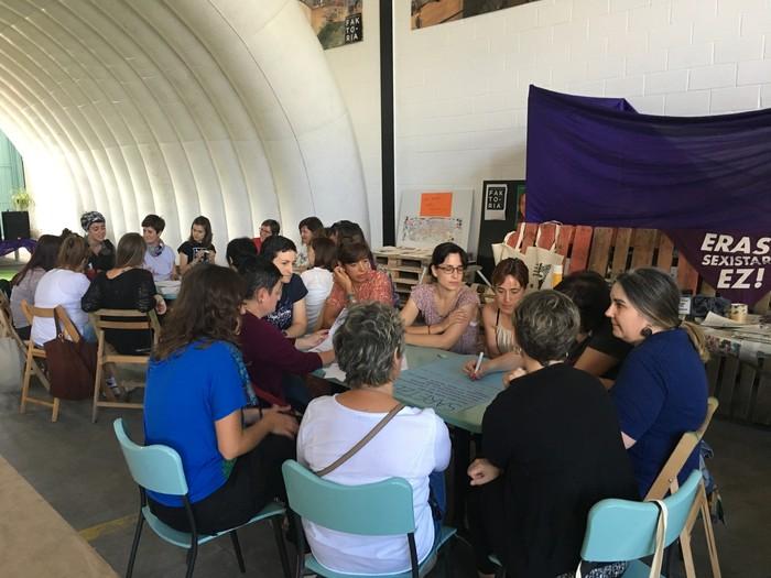 Aiaraldeko emakume feministen topaketa argazkitan - 38