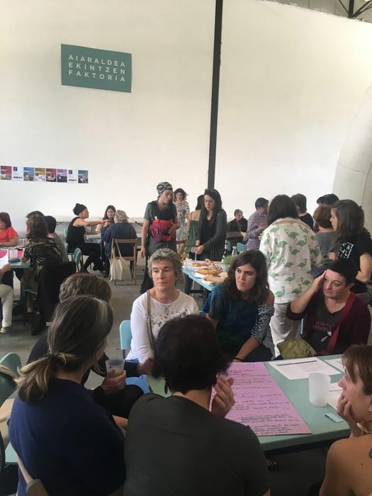 Aiaraldeko emakume feministen topaketa argazkitan - 42