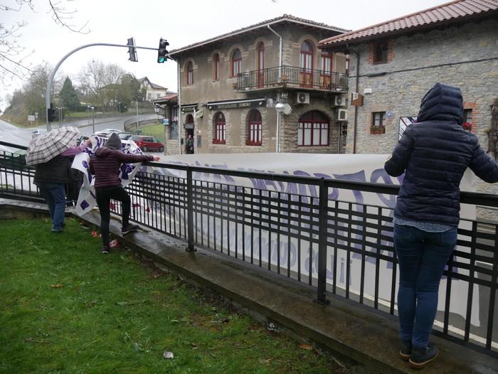 Ehunka emakume* grebalarik hartu dituzte Aiaraldeko kale eta plazak - 139
