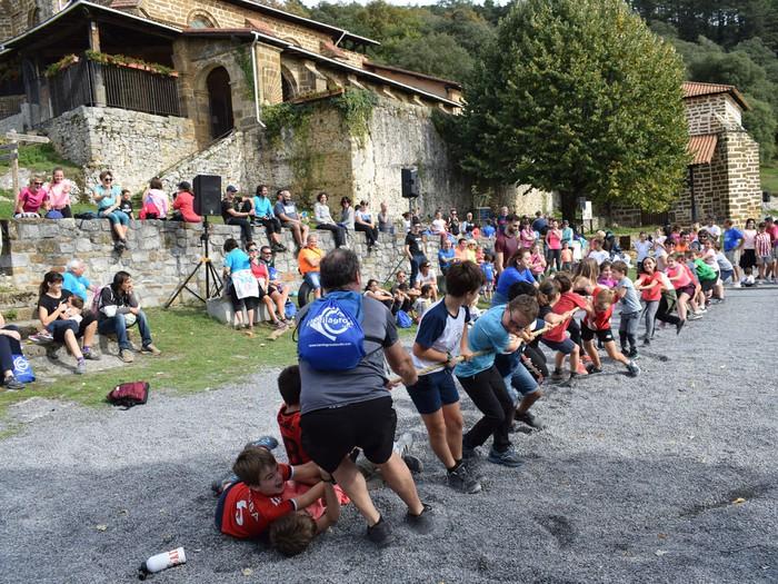 1.112 euro eskuratu ziren La Milagrosa ikastetxeko mendi ibilaldian - 14