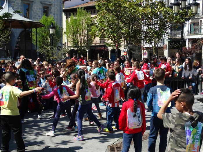 Korrika Txikia Urduñan: Foru plaza hartu zuten herriko txikienek - 3