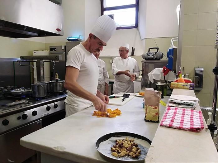 Italiako jantoki publikoen eredua gertutik ezagutzeko aukera izan du Urduñako Udalak - 10