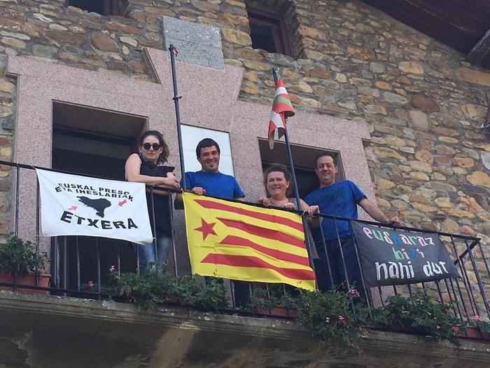 Kataluniako errepublika aitortu du Arakaldoko Udalak, aho batez