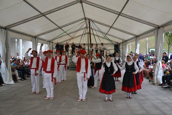 Untzueta dantza taldeak 35. urteurrena ospatu zuen atzo - 46