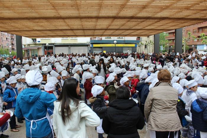San Anton plazan egin dute umeek San Prudentzioko danborrada - 36
