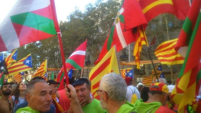Eskualdeko zenbait herritar egon ziren atzo Diadan Independentistak sarearen ordezkaritzan - 2