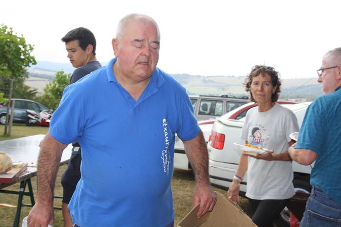 Etxaurrengo jaiek ohiturari eutsi zioten jendea erakartzeko - 54