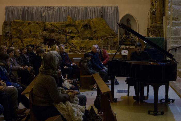 Antonio Oyarzabalek piano kontzertu jendetsua eskaini zuen atzo - 17
