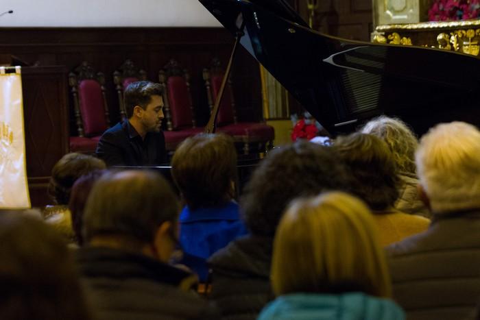 Antonio Oyarzabalek piano kontzertu jendetsua eskaini zuen atzo - 22