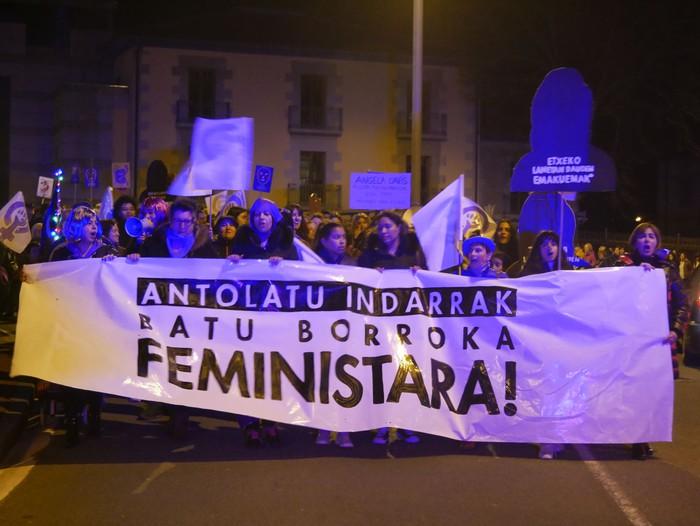 """Aiaraldeko Mugimendu Feminista: """"Borroka egun izugarria lortu dugu"""" - 18"""