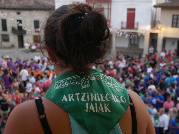 Ana Perezen pregoiari jarraiki, festarekin gaztetu da Artziniega - 28