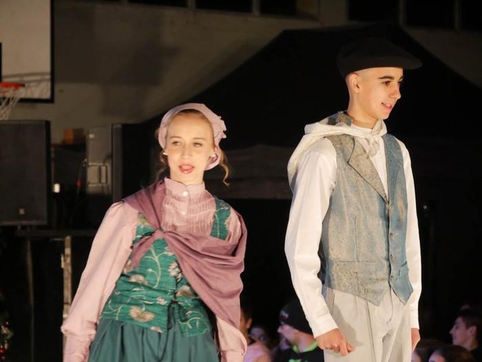 Ikasbidaia antolatzeko moda desfilea egin zuten ikastolan - 12