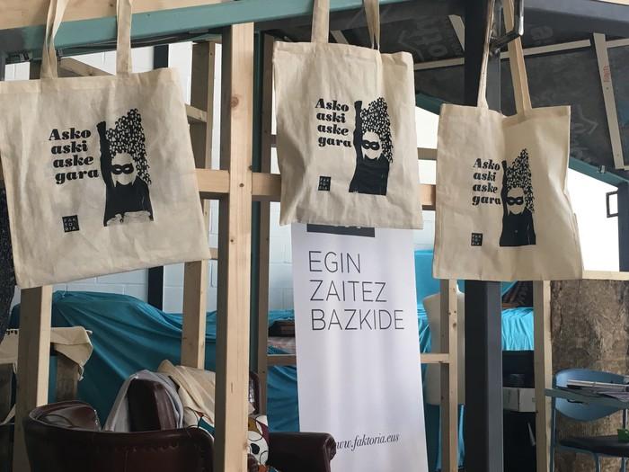 Aiaraldeko emakume feministen topaketa argazkitan - 83