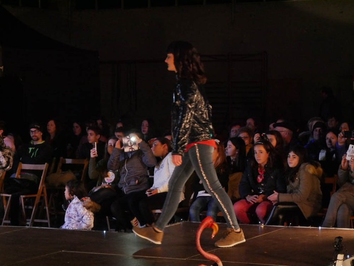 Ikasbidaia antolatzeko moda desfilea egin zuten ikastolan - 65
