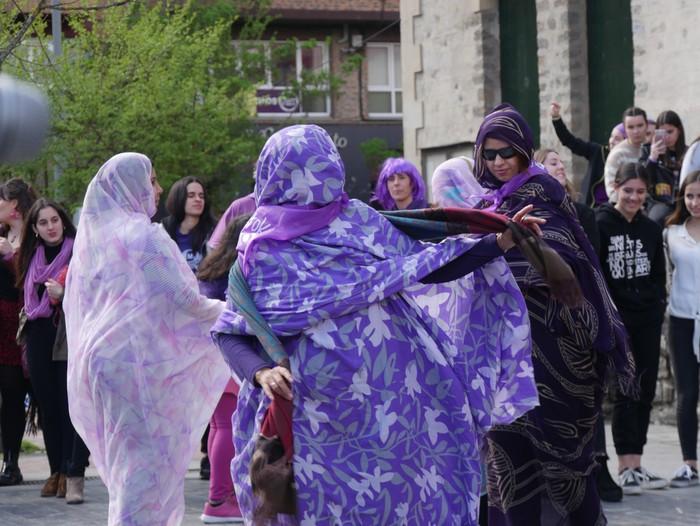Ehunka emakume* grebalarik hartu dituzte Aiaraldeko kale eta plazak - 106