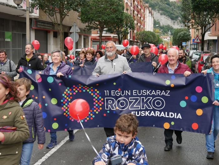 Eskualdeko Ahobiziek eta Belarriprestek bete dute herriko plaza Euskaraldiaren egun nagusian - 35