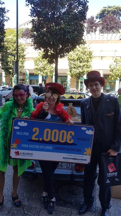 Herriko hainbat saltokitan gastatu du  Beatriz Arjona Matek 2.000 euroko bonoa - 4
