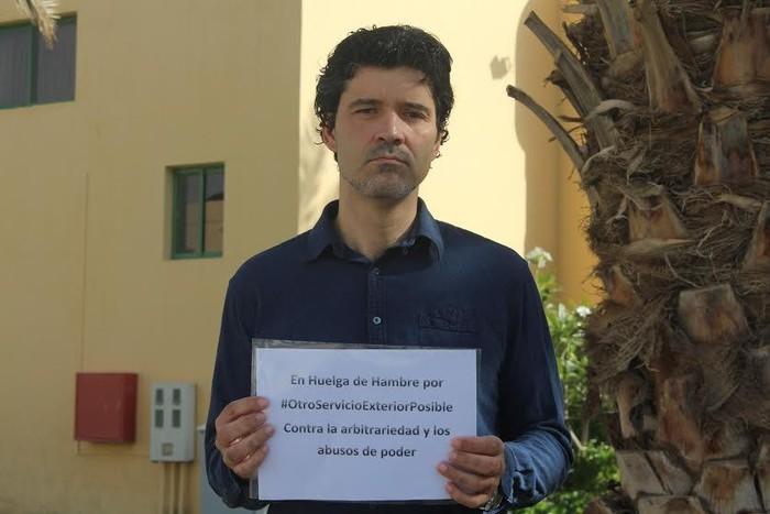 Juan Ramon Martin Menoyok uko egin dio Espainiako Enbaxadako lanpostuari, Kanpoko Zerbitzuko egoera salatzeko