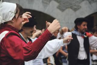 """""""Euskal kultura eta dantzak goraipatu nahi ditugu Untzuetaren 35. urteurrenean"""""""