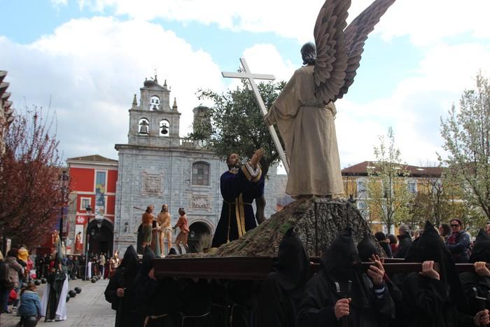 Ohitura katolikoei jarraiki, jende ugari batu da Urduñako prozesioan - 31