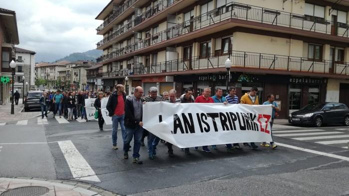 """Mobilizazioak eta lanuzteak egin dituzte Orozkon, """"lan-istripurik gabeko etorkizun baten alde""""    - 4"""