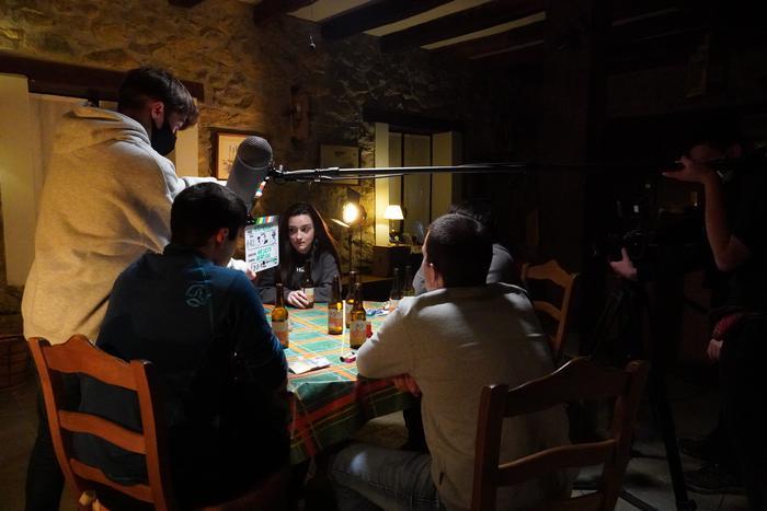 Ane Cuesta Monge zinema zuzendari gazteak crowfundinga abiatu du 'Asko falta da' filma finantzatzeko