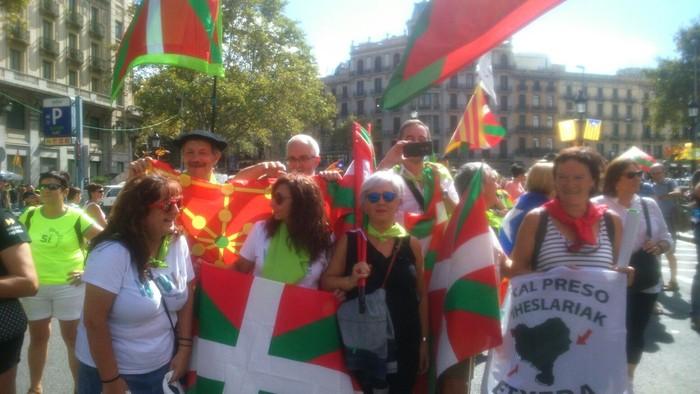 Eskualdeko zenbait herritar egon ziren atzo Diadan Independentistak sarearen ordezkaritzan - 6
