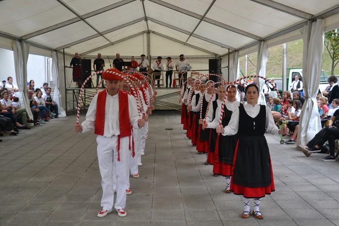 Untzueta dantza taldeak 35. urteurrena ospatu zuen atzo - 28