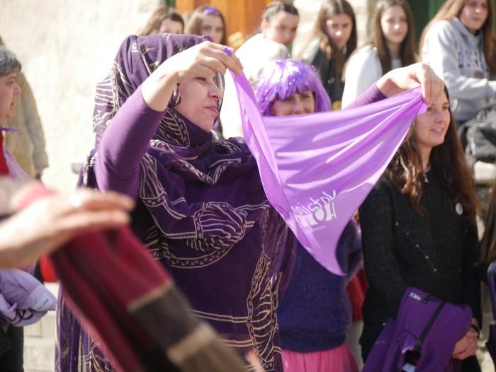 Ehunka emakume* grebalarik hartu dituzte Aiaraldeko kale eta plazak - 99