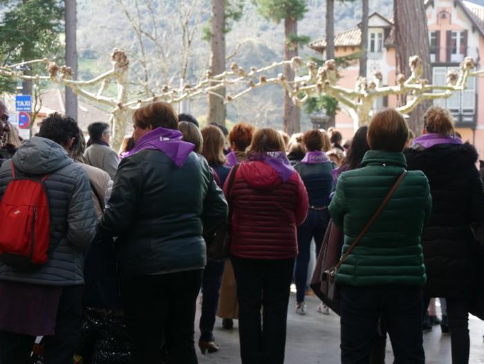 Ehunka emakume* grebalarik hartu dituzte Aiaraldeko kale eta plazak - 155