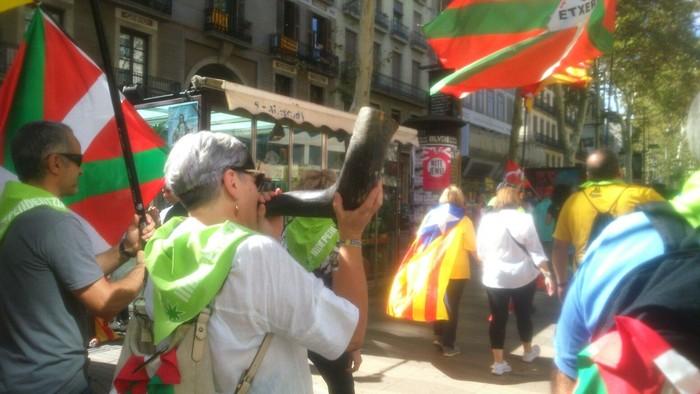 Eskualdeko zenbait herritar egon ziren atzo Diadan Independentistak sarearen ordezkaritzan - 3