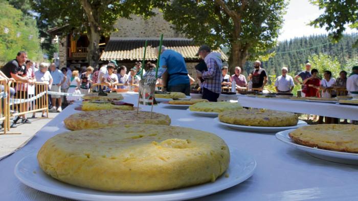 [ERREZETA] Nola prestatzen da San Rokeren errepikapeneko txapelketa gastronomikoan iaz irabazi zuen tortilla?